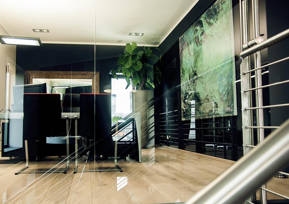 b ro im alten trafohaus platform one christoph heincke. Black Bedroom Furniture Sets. Home Design Ideas